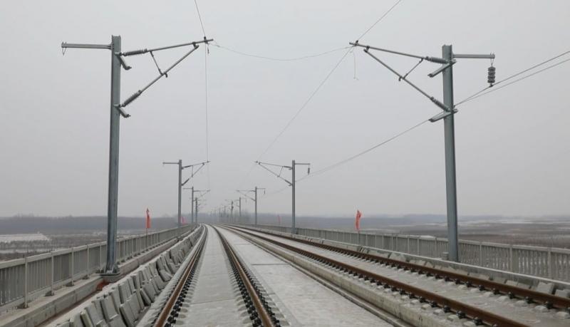 鲁南高铁有重要进展!第一条接触网导线成功架设