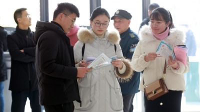 """太白湖新區""""春風送崗""""招聘會,320多人選到中意崗"""