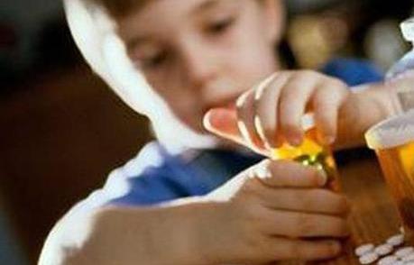 """1岁多女童喝""""钙粉""""后中毒 原来是粗心爸爸喂了蟑螂药"""