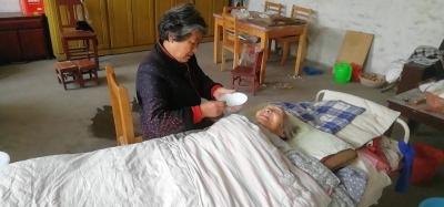 患病婆婆成百歲壽星 背后是好兒媳三十年如一日的付出