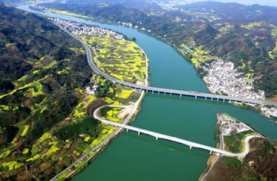 人民时评:以生态优先、绿色发展为导向