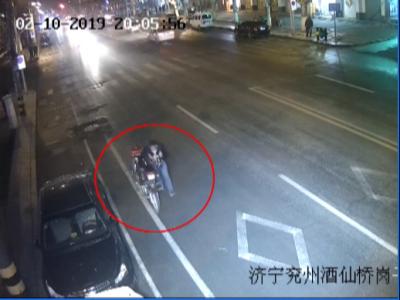 """偷辆摩托没法骑   """"敬业""""窃贼推出两公里"""