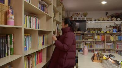 章媛媛:她把车库改书吧  吸引大学教授来讲课