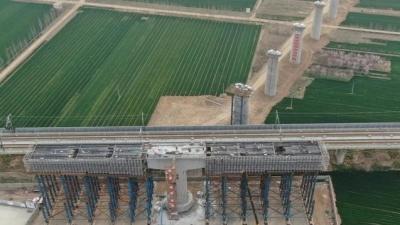 当两条高铁在曲阜相遇,T型梁平移转体这样完成的