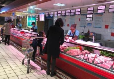 """""""二师兄""""发威半月贵了两块多 猪肉价格有望创新高"""