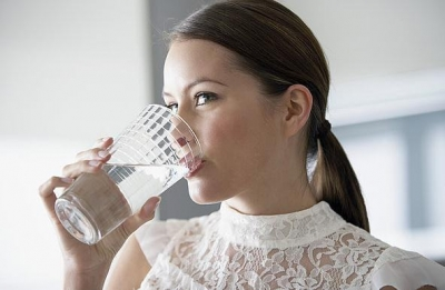 心内科医生:早晨起床先喝两杯救命水!