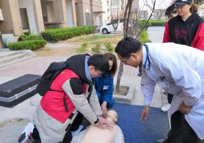 市二院开展急救知识进社区,教您掌握心肺复苏的正确方法