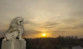 诗歌《太古的狮吼》