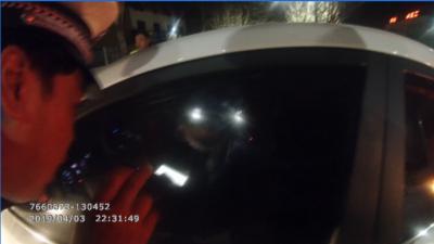 糊塗!醉駕男遇查拒不開車門 理由讓人哭笑不得
