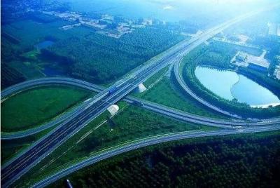 微山湖區首條高速公路預計年底前全線貫通