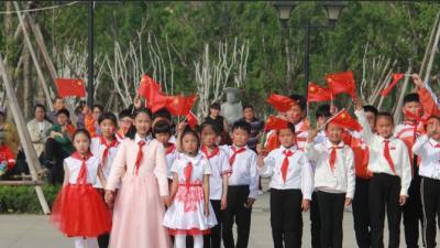 燃!嘉祥曾子广场汇聚成五星红旗的海洋