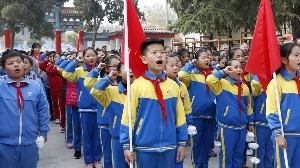 济宁青少年祭扫烈士墓,追思革命先烈