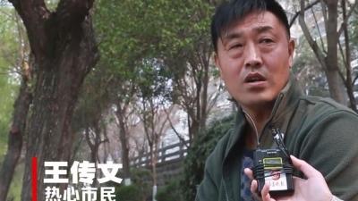 济宁两青年落入老运河,他扔下电动车跳河救人