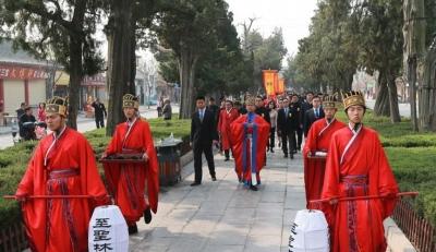 海内外孔子后裔在祖茔曲阜孔林举行清明家祭