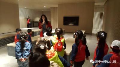"""长安幼儿园走进新图书馆""""阅享童年·书艺飘香""""之旅"""