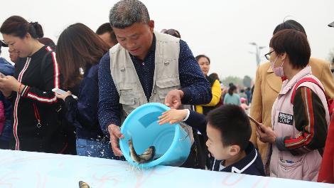 """入湖""""定居""""!济宁一年一度的放鱼节,如期而至!"""