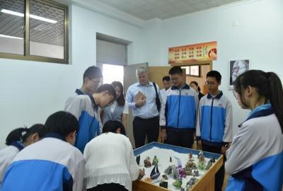 济宁市第十五中学迎接加拿大客人来访