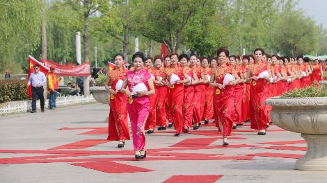 """惊艳!太白湖景区""""辣""""妈旗袍秀 演绎别样母亲节"""