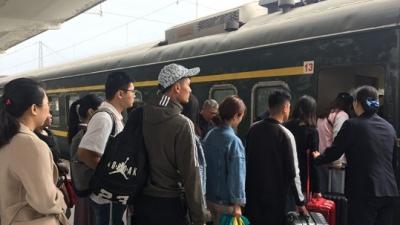 """""""五一""""假期兖州火车站累计发送旅客五万余人 暖心小事不间断"""