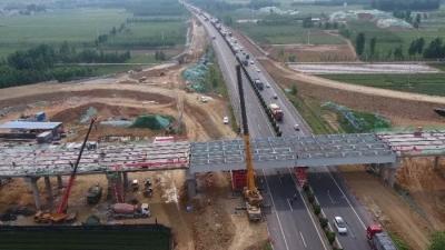 最新進展|日蘭高速曲阜東互通立交鋼箱梁主橋合龍
