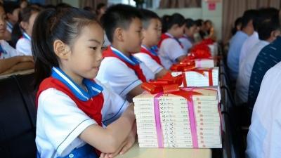 """济宁设立20所""""爱心图书室"""" 捐赠200万元图书"""