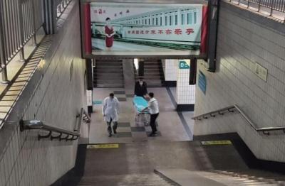 旅客突发心脏病 急驰列车急停兖州火车站送医救治
