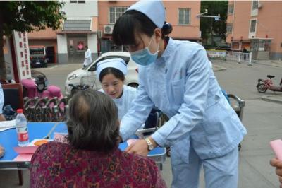 """汶上383支家庭医生团队 用心守护""""夕阳红"""""""