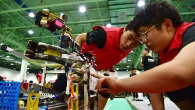 第十八屆全國大學生機器人大賽鄒城開賽 54所高校同場競技