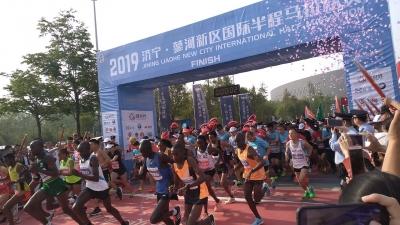 """蓼河新区马拉松开跑 4000名选手上演""""速度与激情"""""""