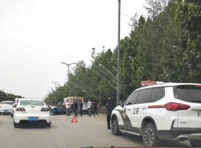 济宁发生一起三车相撞交通事故 三轮车司机受伤