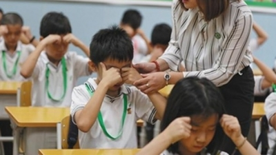"""聚焦""""教师管教权?#20445;?#25106;尺还老师,管教有理惩戒有度"""