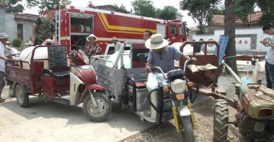 山區村民用水告急 泗水消防隊員送水解渴