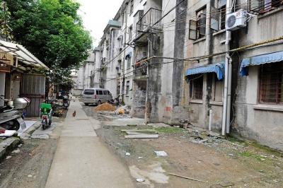李克强主持召开国务院常务会议 部署推进城镇老旧小区改造等
