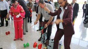 毽球、抖空竹让人眼花缭乱 民族传统体育项目进校园