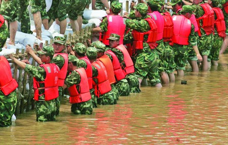 防汛?#32769;?#37325;于泰山!救援演练在邹城泗河水上点兵?