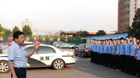 """济宁任城法院清晨突袭抓""""老赖"""" 共依法拘留、拘传被执行人32人"""