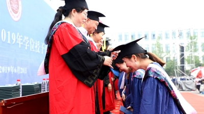 我们毕业啦!济宁医学院2870名毕业生雨中迎毕业典礼