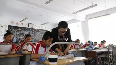 感动!学生身患白血病,汶上这位班主任为其补课还资助万余元!