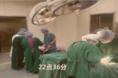 """邹城200斤妊妇突发脐带脱垂 她跪地完成""""生命的托举"""""""