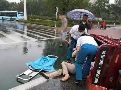 突发!不足百米连发两起车祸 提醒市民:雨天路滑注意安全