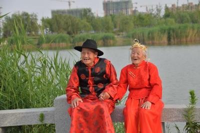 百萬粉絲!山東鄆城的這對90歲老人補拍婚紗照