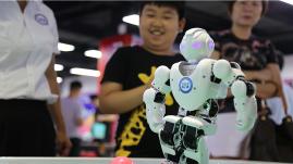 科技嗨翻天!曲阜机器人旅游科普基地开门纳客