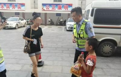 7岁男童掉慎走丢 邹城交警帮其找家人