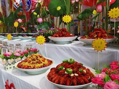 """吃货福利!""""小龙虾""""带动""""大市场"""" 第三届中国·鱼台龙虾节举行"""