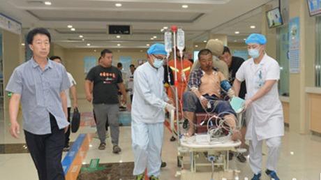 觸目驚心!曲阜男子鋼筋穿體  市一院生死營救兩小時