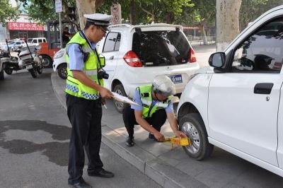 兖州:专项整治电动车乱停乱放  为创城加把力