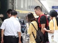 2019暑運,必威betway站迎來首個客流小高峰