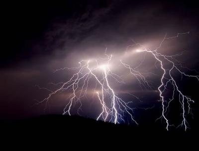 雷電黃色預警+內陸大風黃色預警 雷雨天氣已駕到!