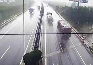 受降雨影响!部分高速禁行七座以上客车及危化品车辆