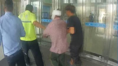 鄒城一民工高處跌落傷勢嚴重    交警極速送醫